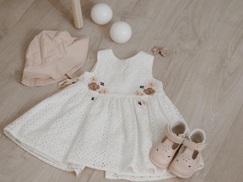 flatlays, babyoutfit, babygirl, sandaler fra Kivat