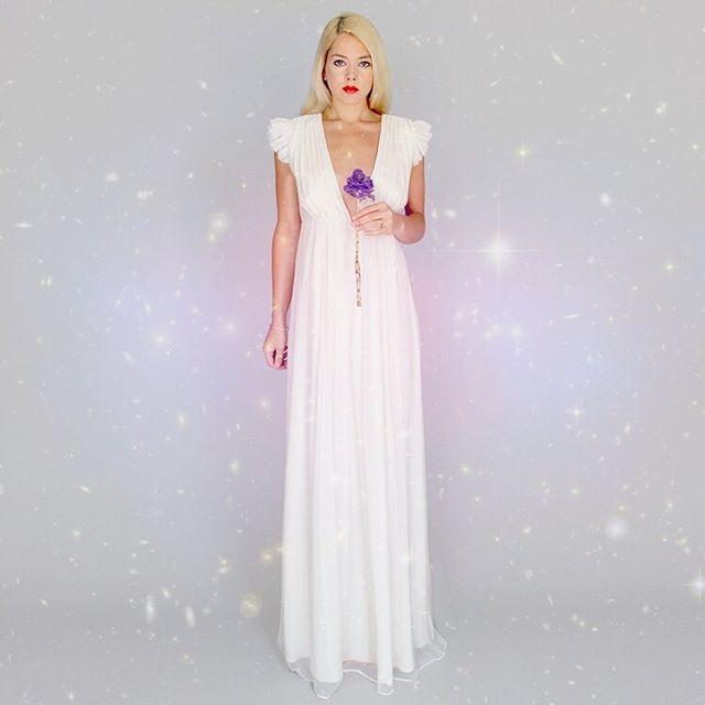 Snowday inspiration: crinkle silk chiffon plunge neck Margot gown... ❄️ #bohobride #wedding #weddingdress #bridetobe #bride