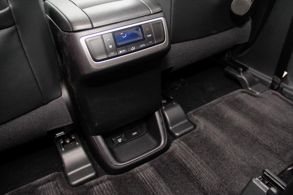 15.Toyota.Highlander.Hybrid-9.jpg