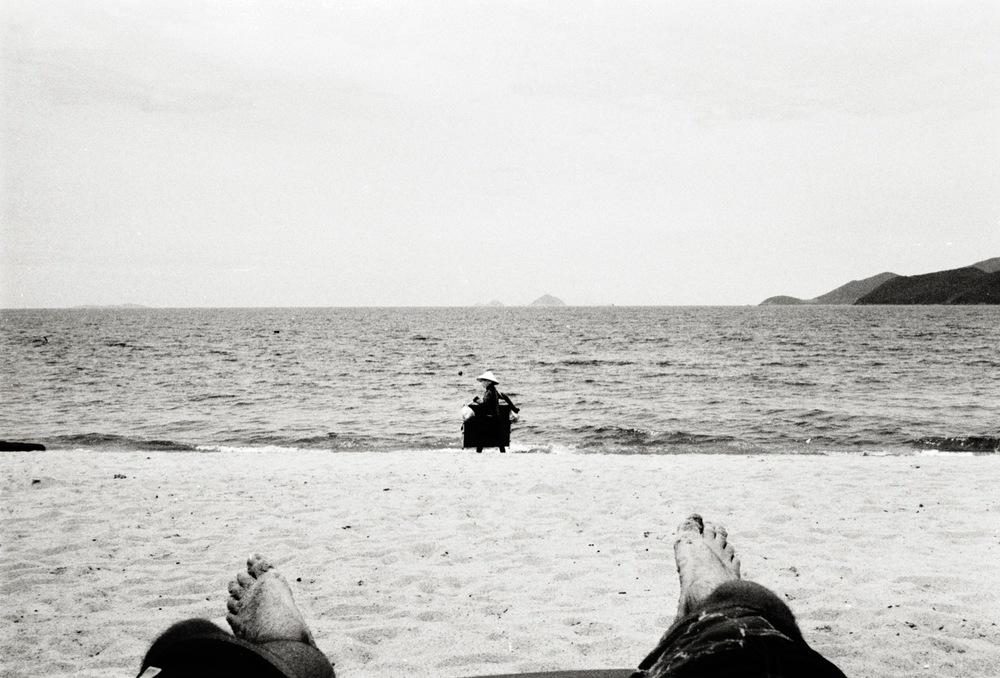 vietnam_nhatrang_beach_feet.jpg