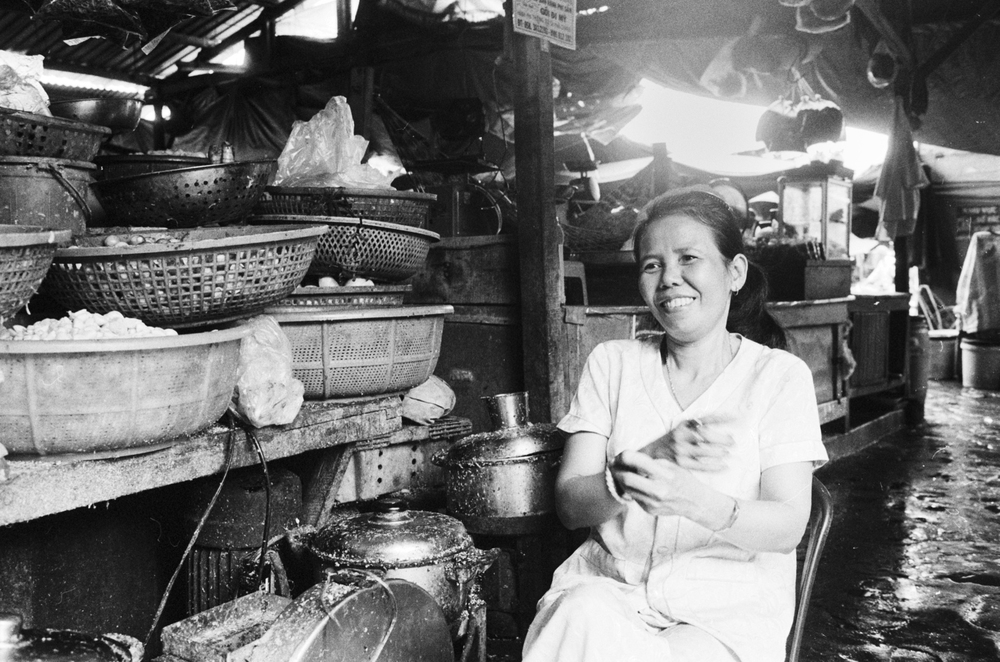 vietnam_nhatrang_vendor_smiling.jpg