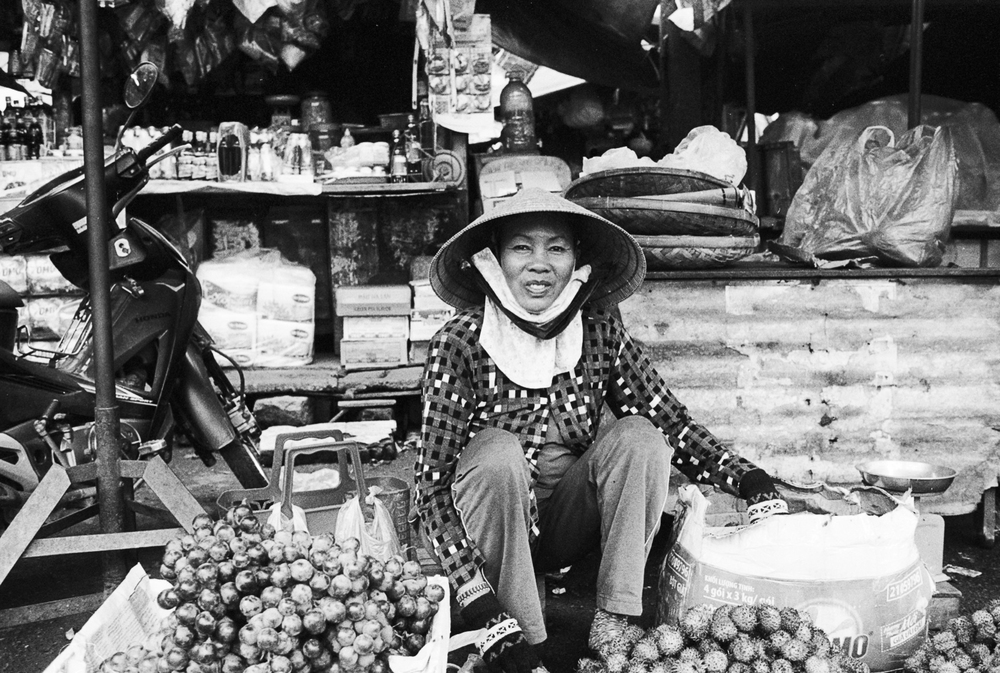 vietnam_nhatrang_vendor_street_fruit.jpg