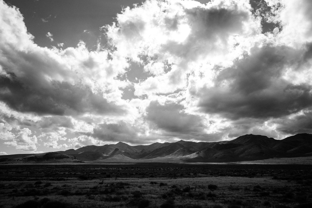 blackandwhite_clouds_mountains