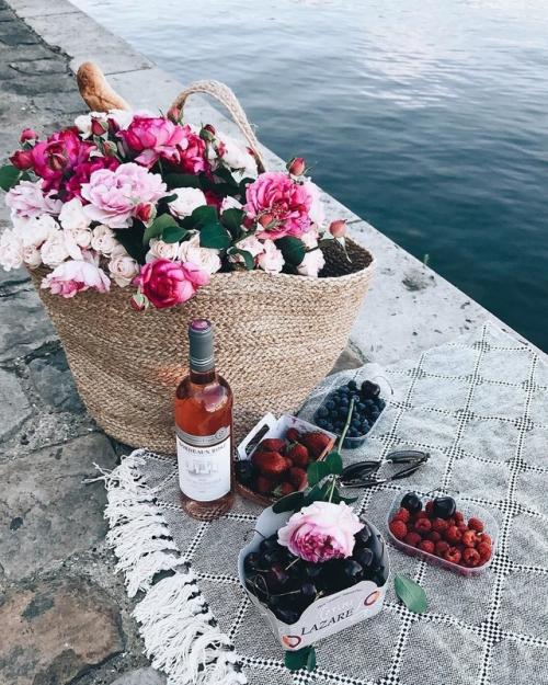 wineandflowerpicnic.jpg