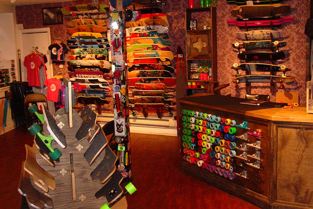 Store fenetre new york stickers fen tre trompe l 39 oeil for Bureau skate shop