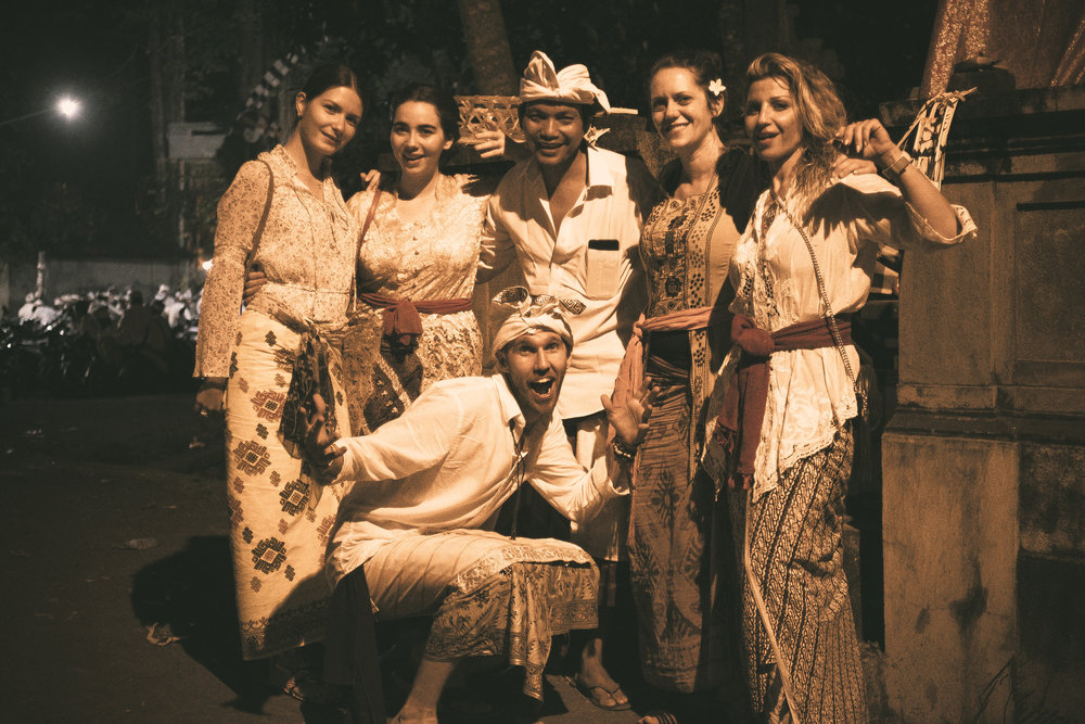 Left to right in formal Balinese attire: Valeria, Viviana, Madā, Xylia, Hallah, me