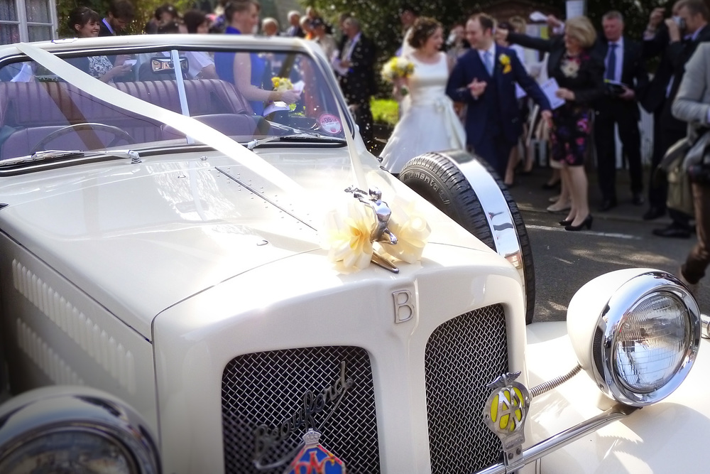 beauford-confetti-bride-groom-leaving-church-witherley.jpg