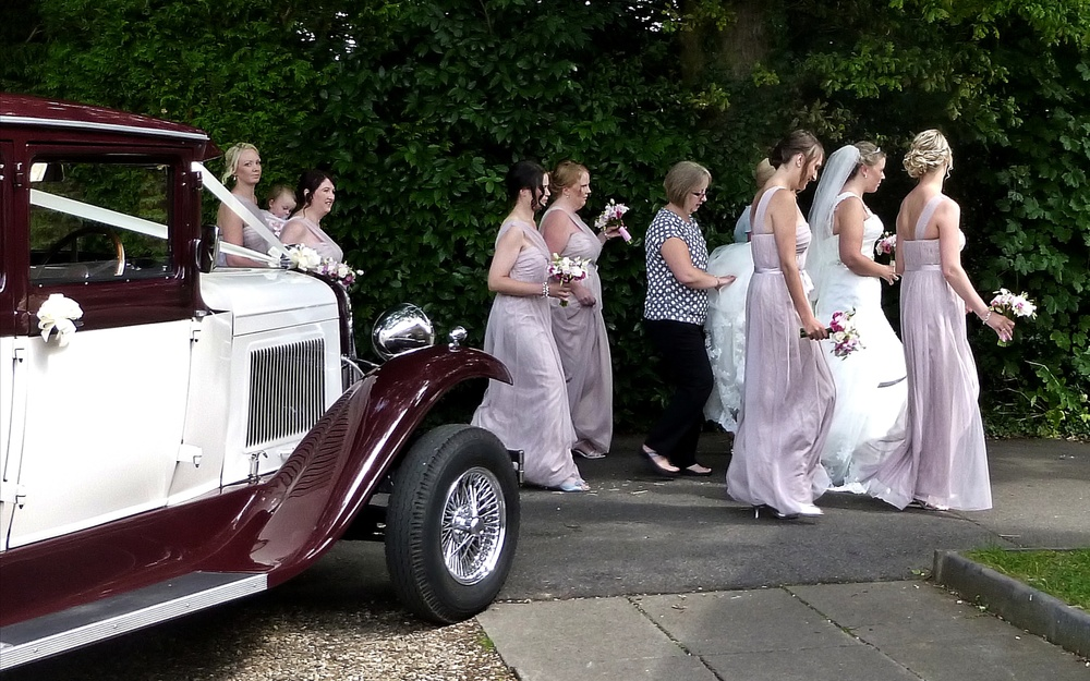 Dawn and her supporting cast eagerly off to her Wedding at the beautiful Catthorpe Manor, near to Rugby.