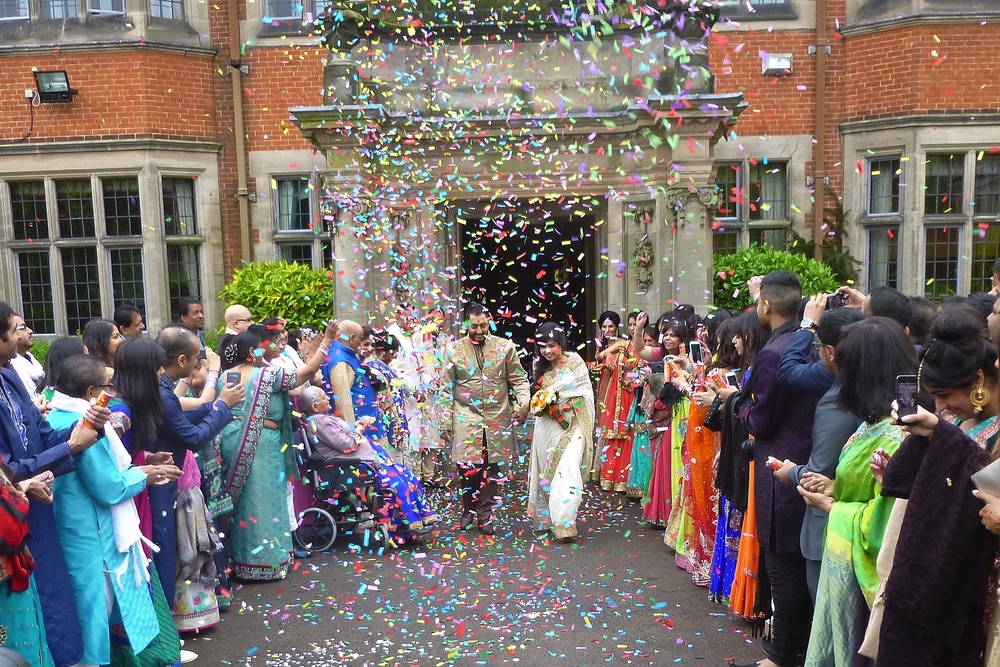 T he most impressive confetti display I have seen! Much enjoyed by Heena and Alpit exiting Dunchurch Park Hotel, as the newly Married Couple