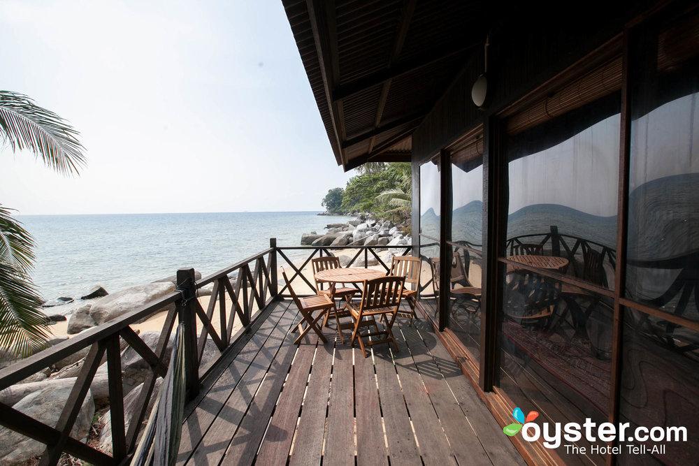beachfront-chalet--v12970454-2000.jpg