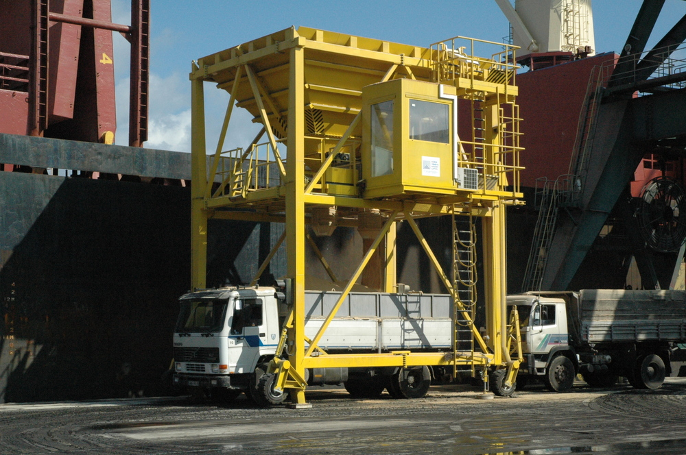 DOCKSOLID hopper discharge mobile ship unloading