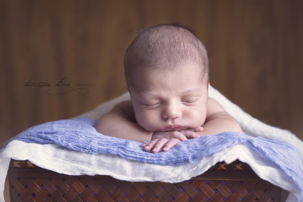 141115-Newborn-Eduardo-0132-final-final.jpg