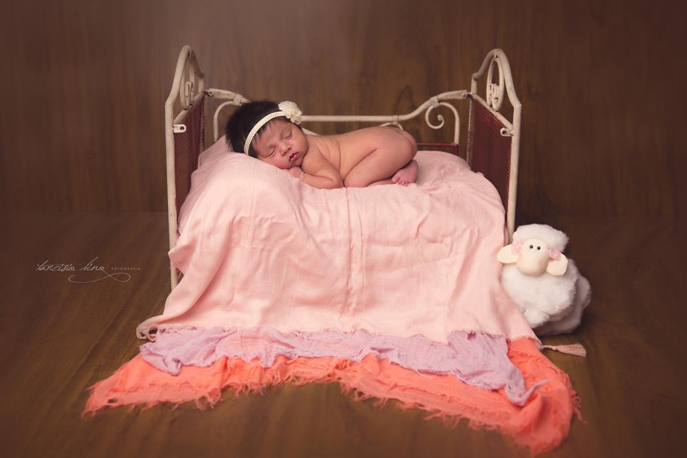 150401-Newborn-Julia-0128-final-final.jpg