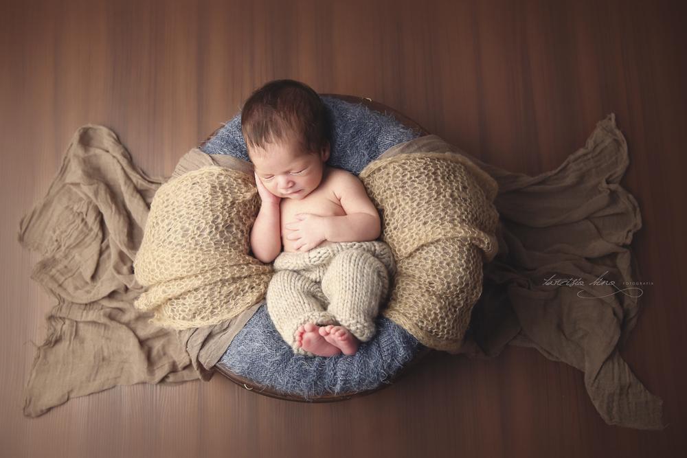 150408-Newborn-Davi-0157-final.jpg
