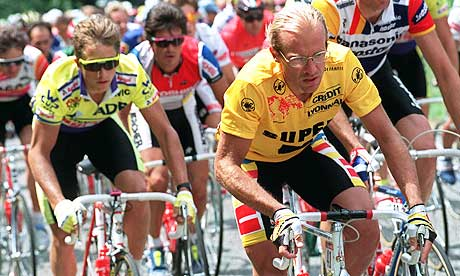 Fignon stays just ahead of Greg Lemond 1989 Tour De France