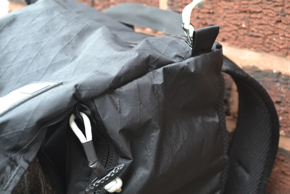 Placing a simple zip along this seem would solve a million problems and make a great bag truly brilliant. This minor blemish ought not to detract from the bag's brilliance but to ignore it would make for a dishonest review.