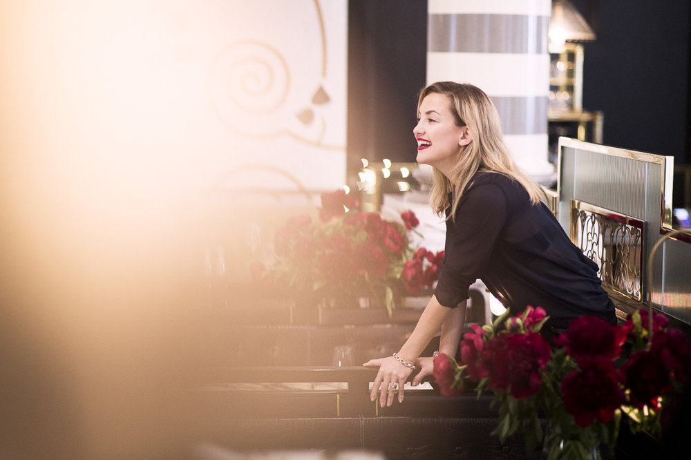 Kate Hudson behind the Scenes of Anne Taylor campaign shoot.
