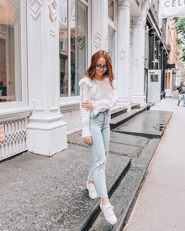 Happy Friday💕 Don't let this summer heat drag down your style. With a little help from our pals over at Intermix, spruce up your summer looks🌞👠 // Photo by @luckypennyblog for @intermixonline