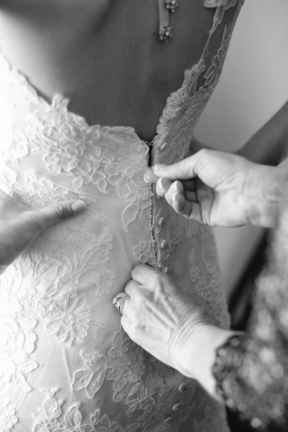 Riverview-Connecticut-Wedding-Bride-Getting-Ready