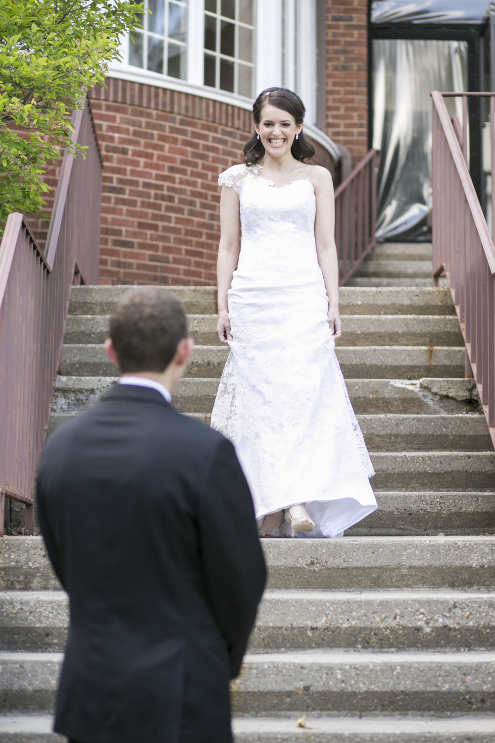 Riverview-Connecticut-Wedding-Bride-Groom-First-Look