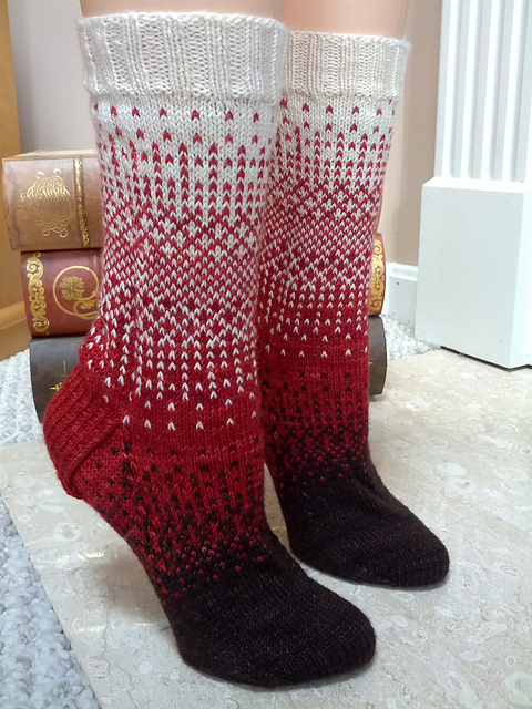 Pattern:  Dither by General Hogbuffer ; Photo:  knittymelissa