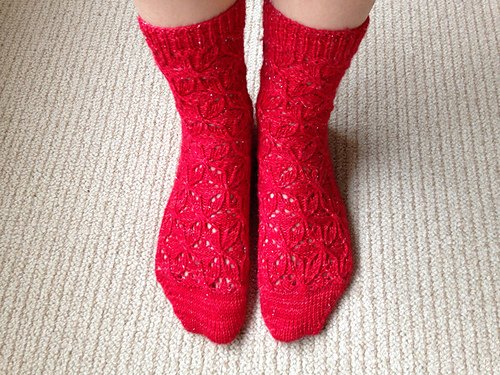 Pattern:  Esther by Stephanie van der Linden ; Photo:  knittyliciousuk
