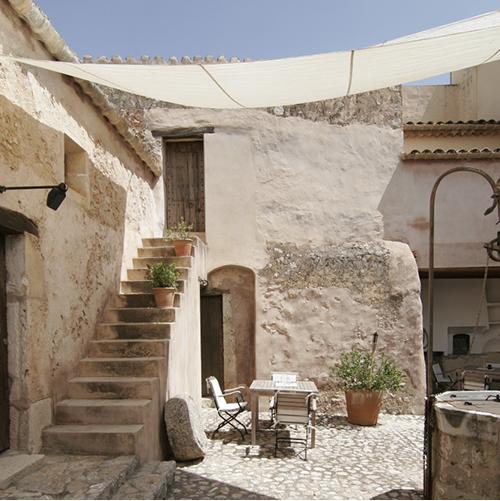 treppe-im-patio-finca-hotel-refugio-son-pons-mallorca