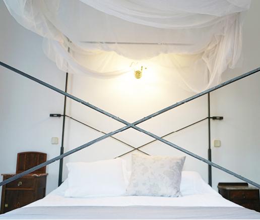 himmelbett-sala-terraza-finca-hotel-refugio-son-pons-mallorca
