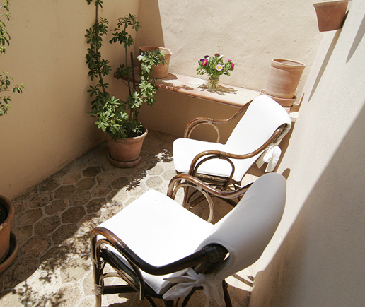 terrasse-sala-arte-finca-hotel-refugio-son-pons-mallorca