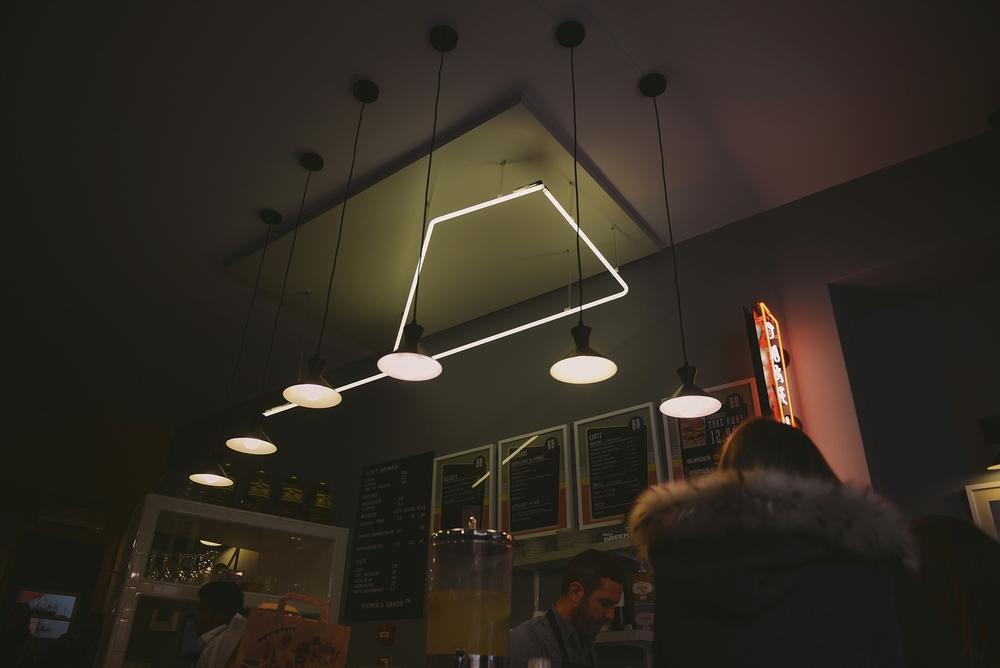 american burger cafe in paris_0061.jpg