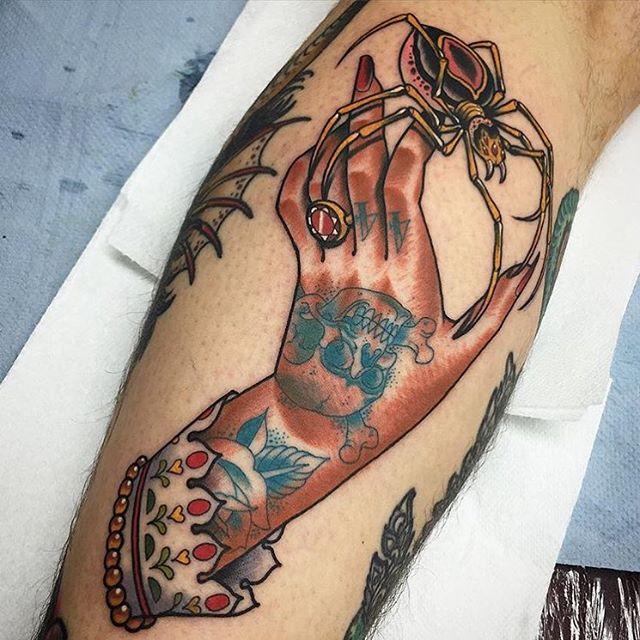 Check it this piece by @xamthespaniard #xamthespaniard #tattoo #tattooer #color #spider #inkandhonor