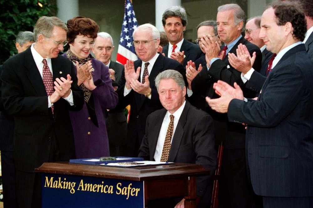 Bill Clinton signing the 1994 Crime Bill. Image courtesy of blogs.reuters.com.