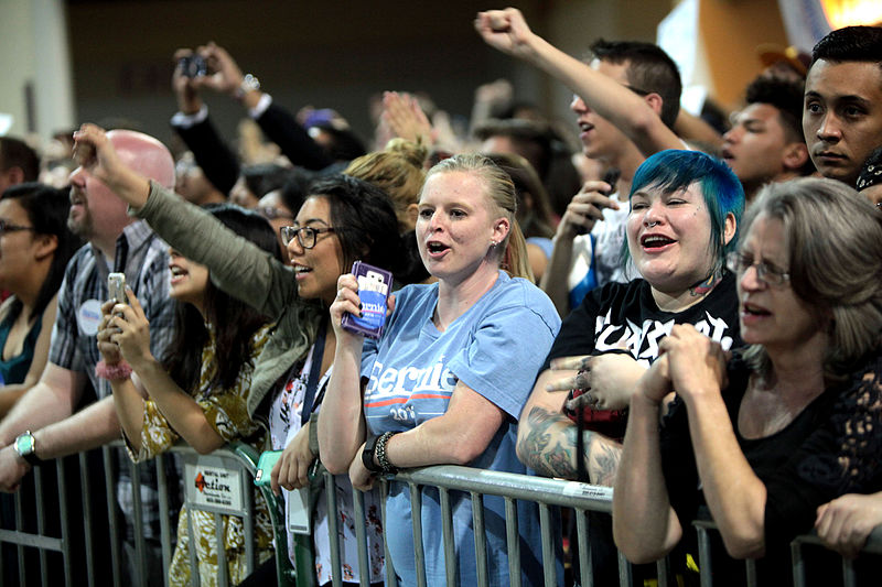 A Bernie Sanders rally in Phoenix, AZ.         Image from Gage Skidmore of Wikipedia Commons.