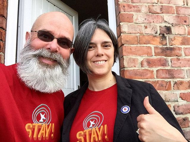 Stay! by Simon James, license CC BY-SA 2.0