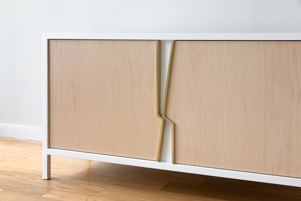 Halsey Fracture Cabinet in white lacquer, maple and solid brass by Piet Houtenbos