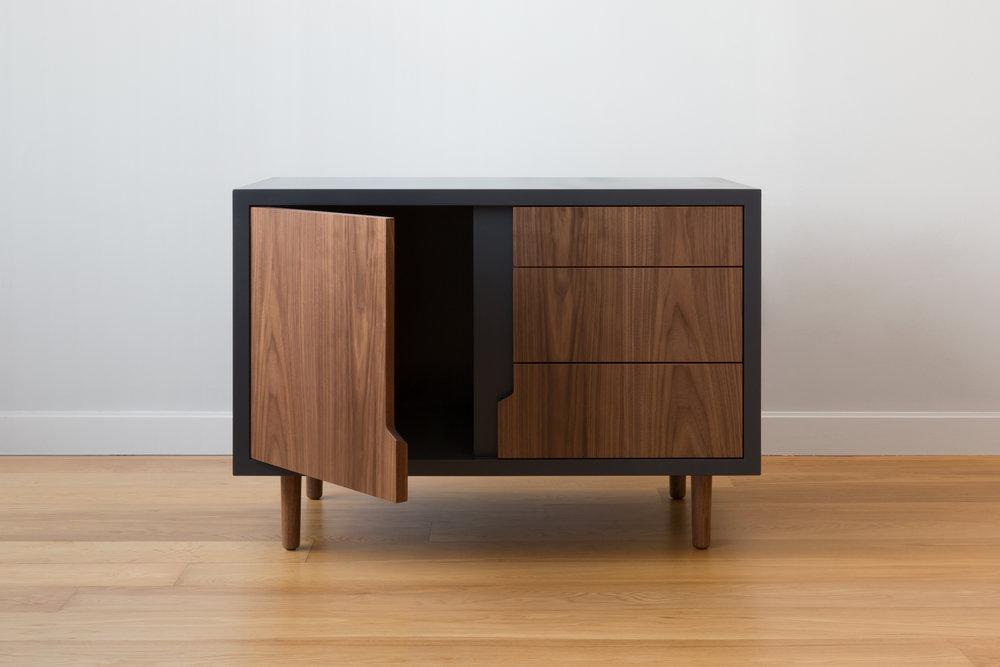 Halsey Sans Cabinet