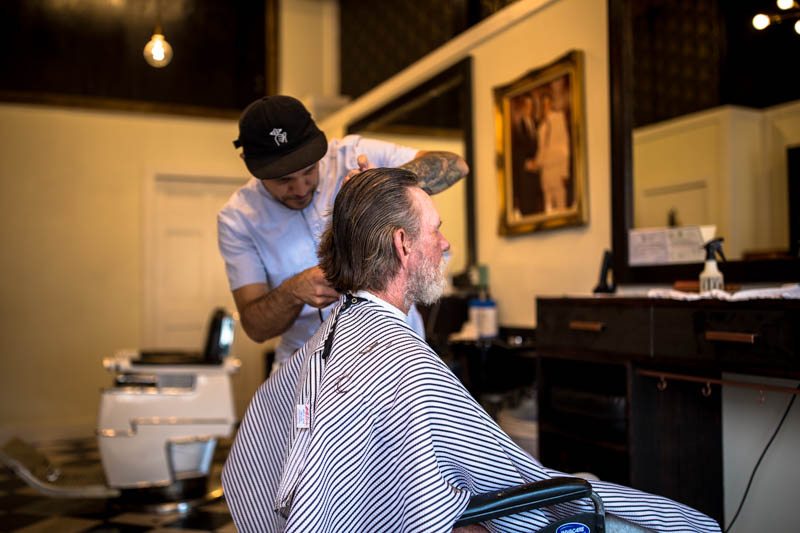 Zack-Smith-Photography-New-Orleans-jason-Barber-Shop-Bywater-Documentary-cutting-hair