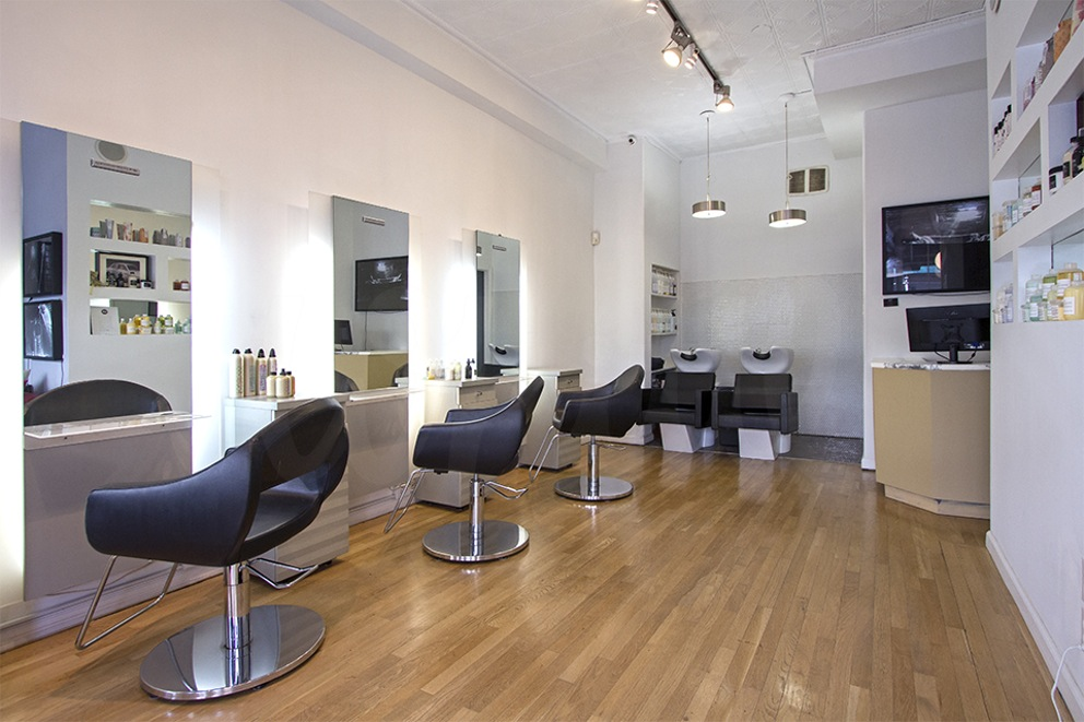 "Leonardo Rossi Salon Studio Leonardo Rossi Salon Studio is a full service salon, artfully blending European flare and ""je ne sais quoi"" with New York style and attitude to achieve a powerful synergy and a truly unique experience for exclusive clientele. This Chelsea salon is quaint and full of character."