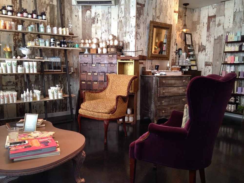 Bloom Beauty Lounge Come to Bloom Beauty for a truly unique experience. Bloom Beauty is a salon and boutique dedicated to natural beauty and the simplicity of small town living. Bloom specializes in organic hair care allowing you to embrace your inner beauty and enhance it with Bloom's all-natural services.