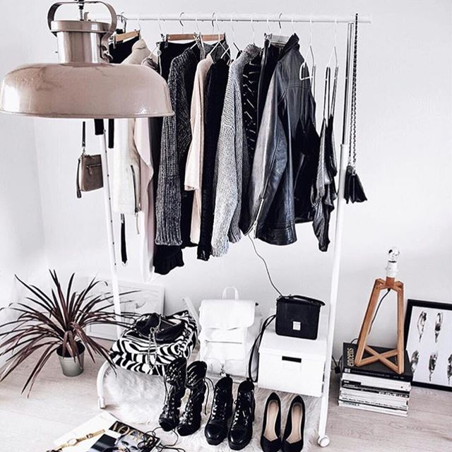 Sundays call for creating the closet of your dreams (AKA shopping). 📸@thestylevisitor