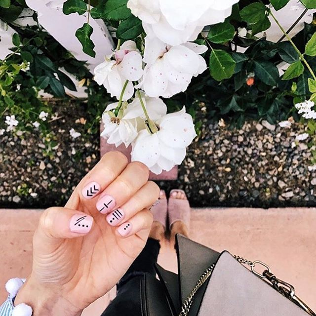 Our favorite weekend ritual? A fresh manicure 💅  @blankitinerary  #nailart