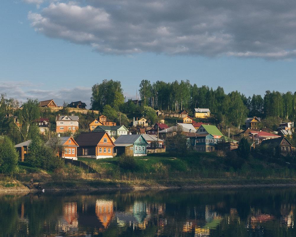 Datcha (maison en bois à la campagne) sur les bords de la Volga à Plioss.