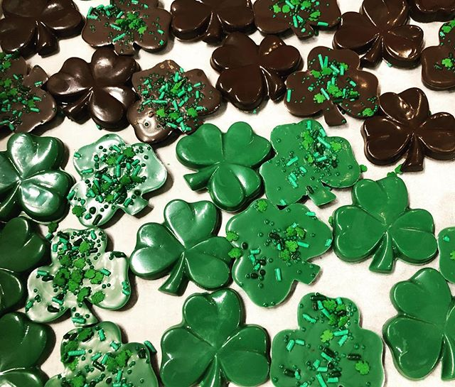 ☘️🖤🌈 . . . . . . . . . . #stpatricksday #lucky #clover #shamrock #chocolate #whitechocolate #locallymade #louisvilleky #louisvillelove #cellardoorchocolates