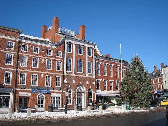 800px-Portsmouth,_NH_-_Market_Square.JPG