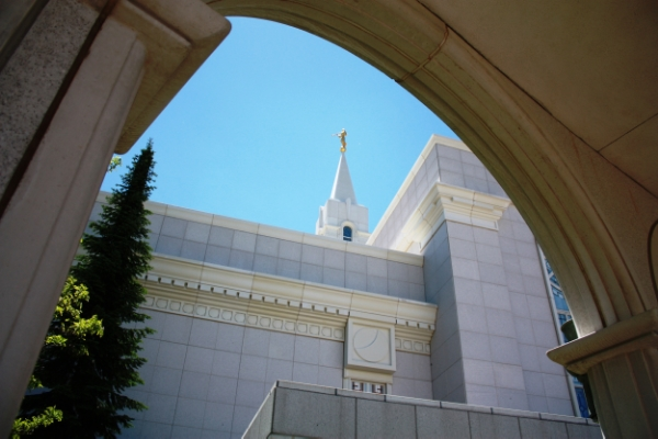 Love this picture of the temple. Also great tips on enjoying LDS General Conference as a couple