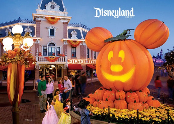 Fall looks like such a great time to visit Disneyland.