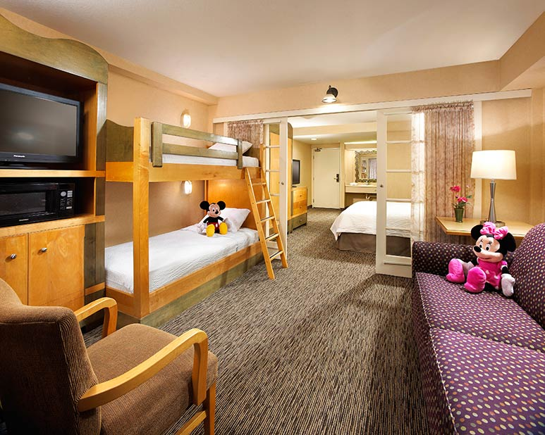 Portofino Inn & Suites at Disneyland- love the bunkbed option! Tips on when to go to Disneyland in 2019