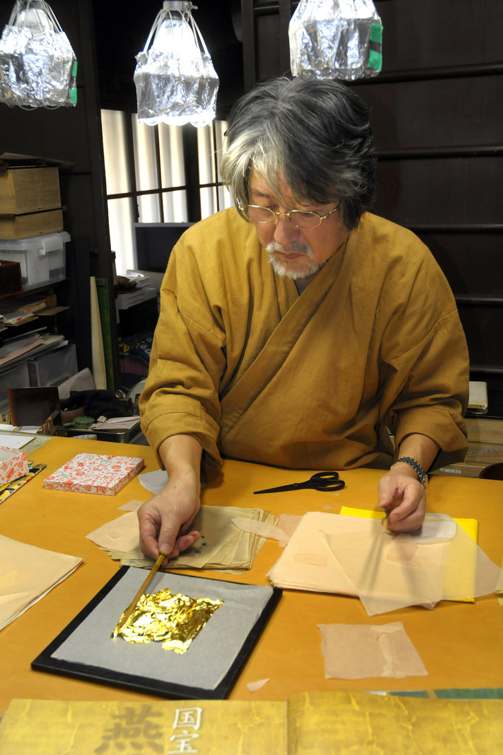 Gilt artist in Kamigyo