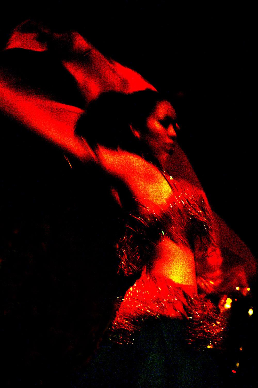 Bliki Circus dance performer