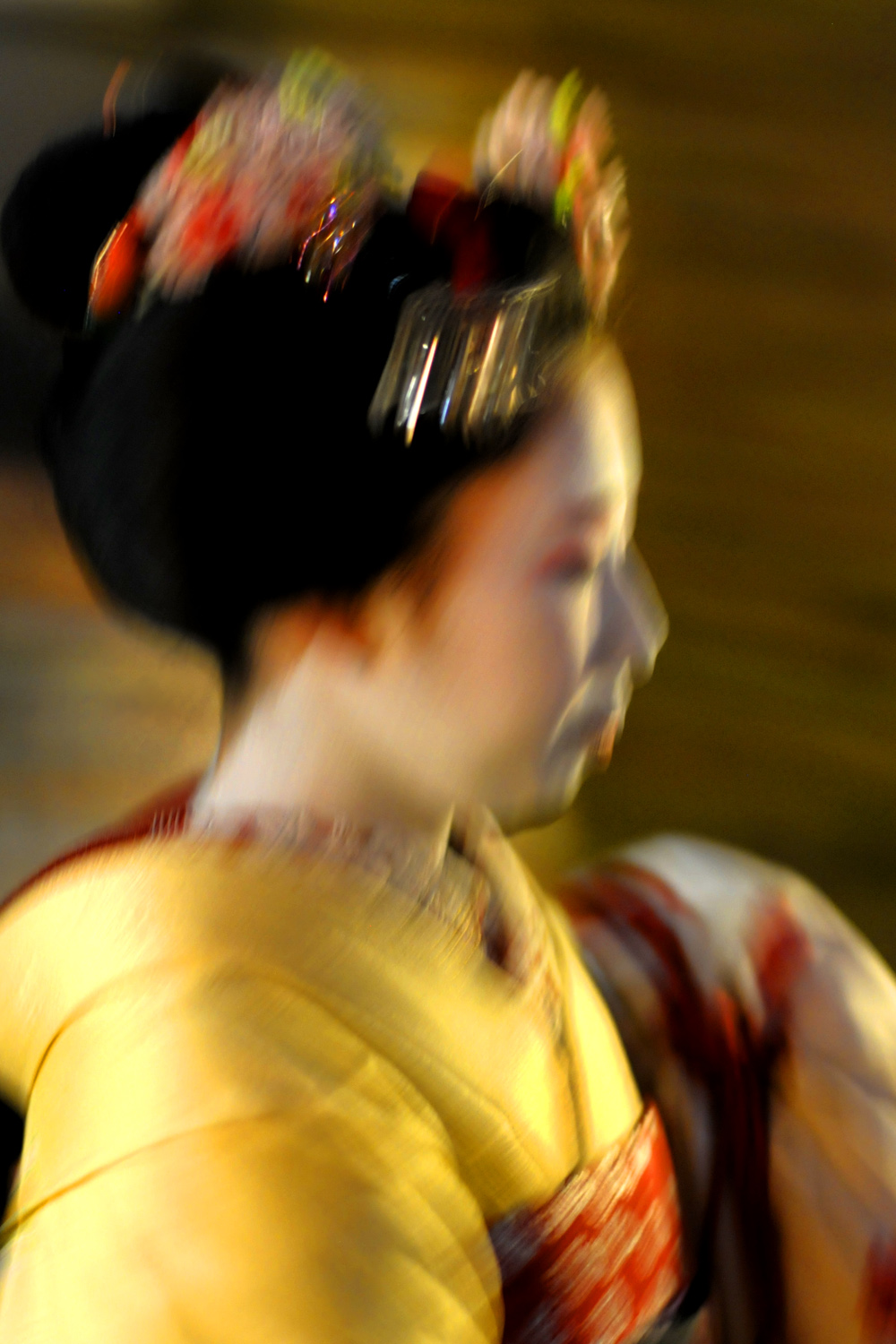 Maiko in yellow